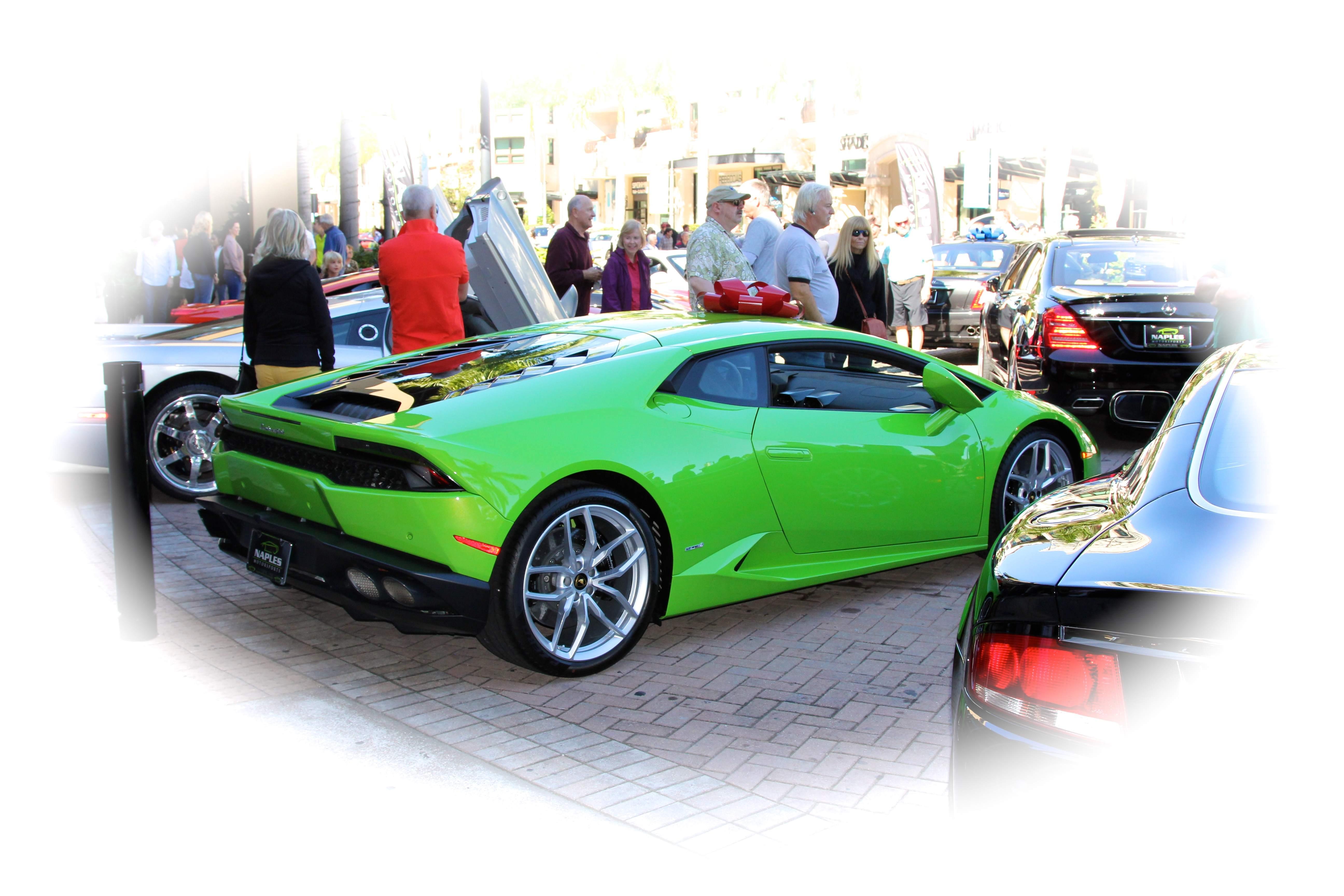 Mercato Show Ferrari Club Of America Naples Chapter - Mercato car show
